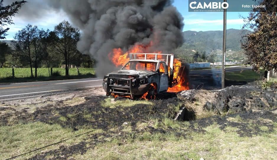 Queman camioneta huachicolera  tras persecución en Ahuazotepec