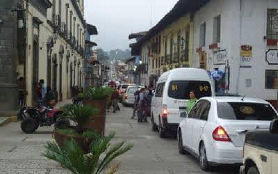 Encuentran a chofer de transporte público colgado de un árbol en Zacatlán