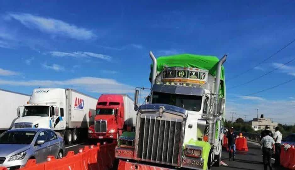 Choque por alcance deja un lesionado en la México-Puebla