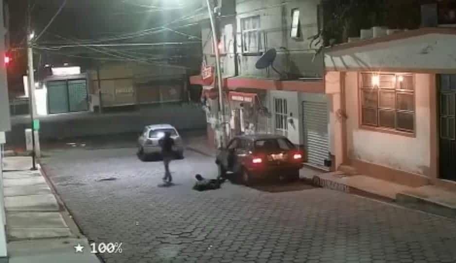VIDEO: Tremenda golpiza le propinan para robarle el auto en San Andrés