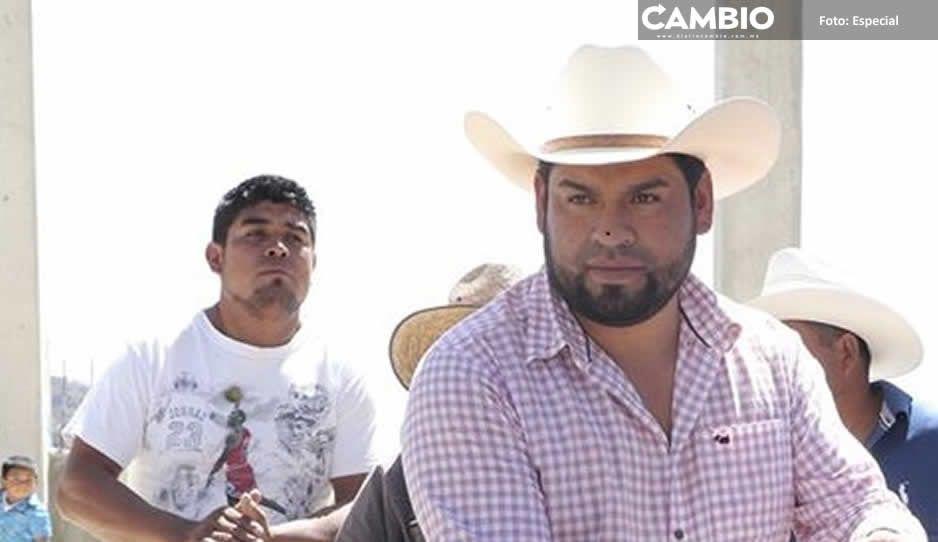 Sin miedo a COVID, edil de  Zoquitlán junta a 400 personas