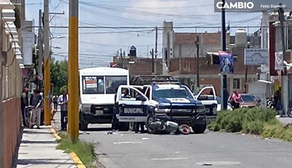 Policías de Texmelucan atropellan a motociclista y golpean a chofer que los filmaba