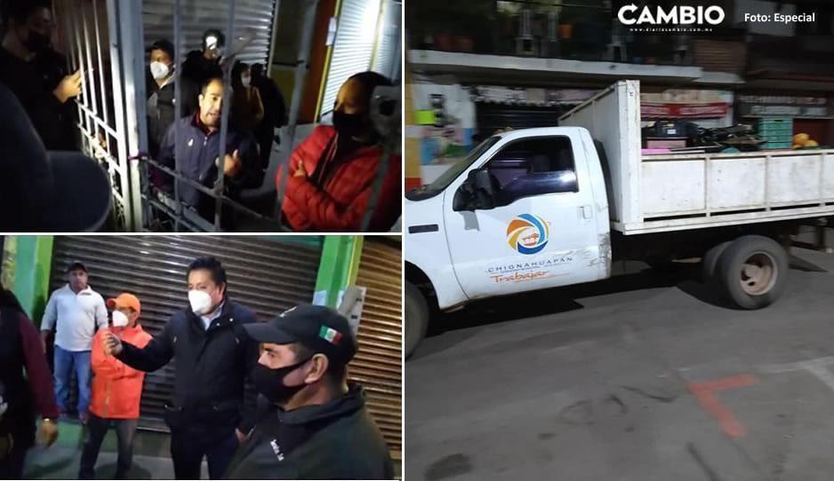 Autoridades desalojan y arrebatan mercancía a comerciantes del mercado de Chignahuapan