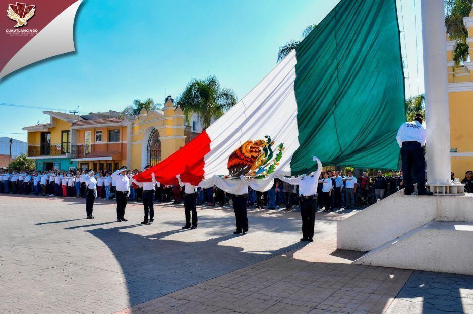 Conmemora Ayuntamiento de Cuautlancingo Día de la Bandera
