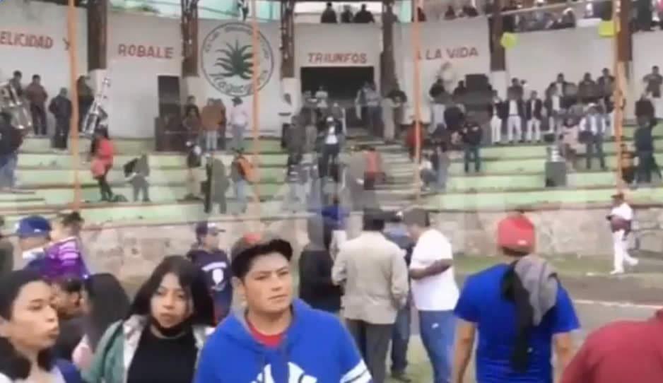 Más de 4 mil personas asistieron a la final de beisbol en San Felipe Maderas ¡sin cubrebocas!