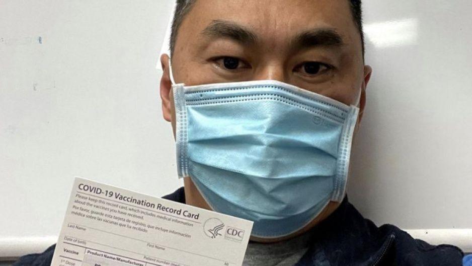¡Increíble! Enfemero se contagia de covid tras recibir vacuna de Pfizer