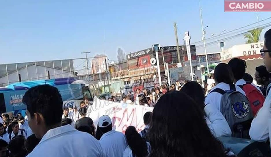 Facultad de Veterinaria de Tecamachalco hace paro; marcha en protesta tras masacre de estudiantes en Huejotzingo