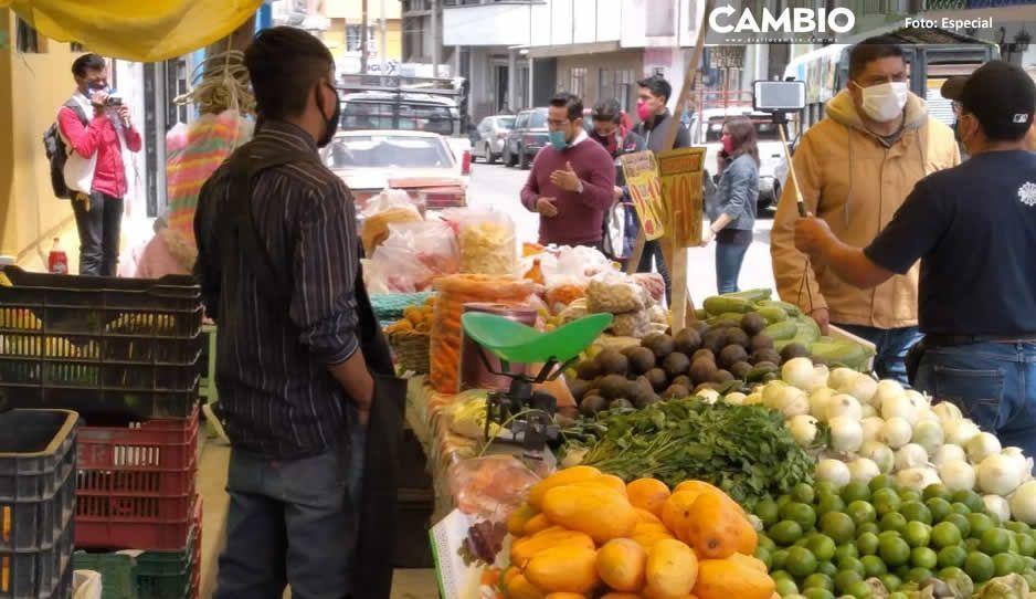 Tianguistas de Serdán retan a COVID y se instalan en calles no autorizadas