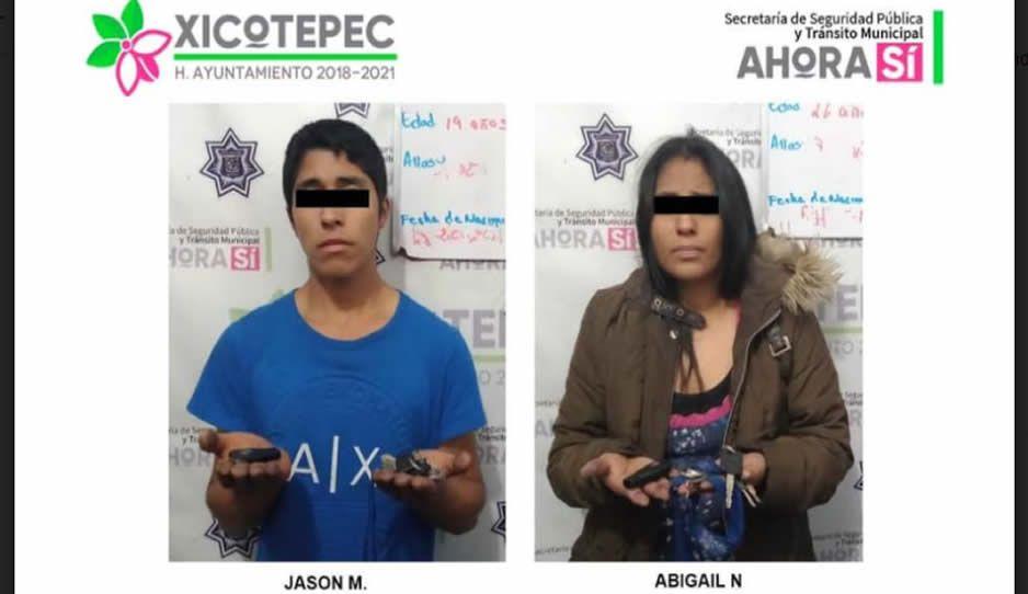 Cae pareja de narco-ladrones mientras discutían en un taxi en Xicotepec
