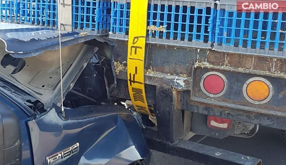 ¡Cuándo no! Patrulla choca contra camión en la autopista México-Puebla
