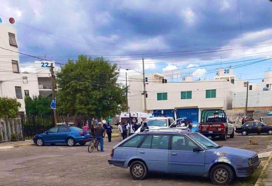 Fue a mostrar departamento en Bosques de San Sebastián y acaba lanzado desde un segundo piso