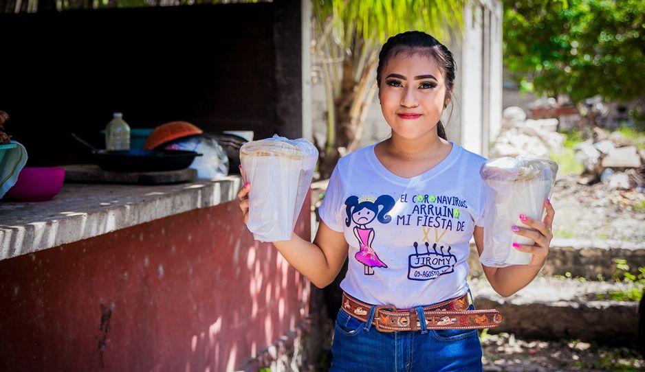 Quinceañera Jiromy usa dinero de sus XV para ayudar a afectados por el covid