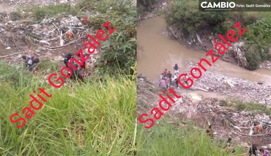 Cae motociclista en barranca de Chachapa y autoridades le niegan la ayuda