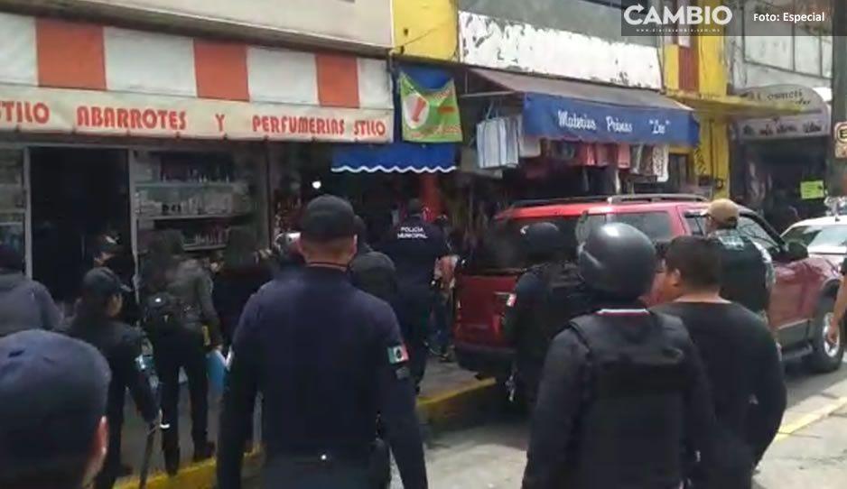 VIDEO: Nuevamente echan a comerciantes en Texmelucan tras operativo