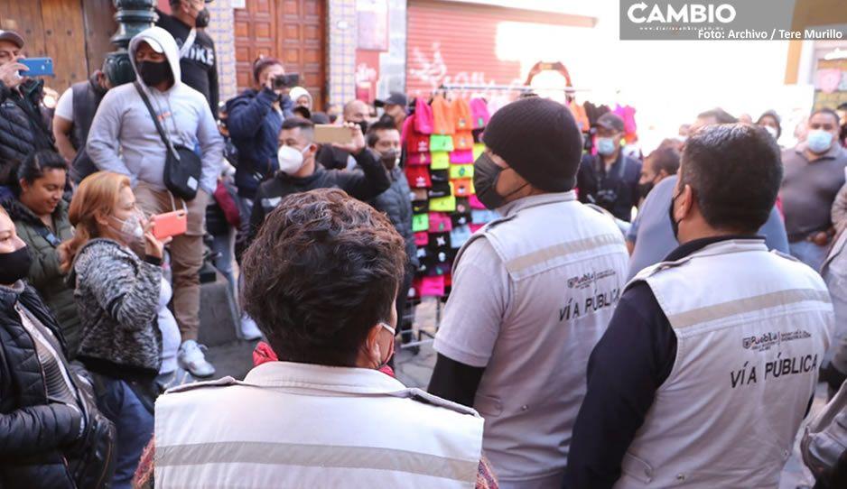 Claudia no puede con los ambulantes: se instalan en la 16 Poniente y venden juguetes