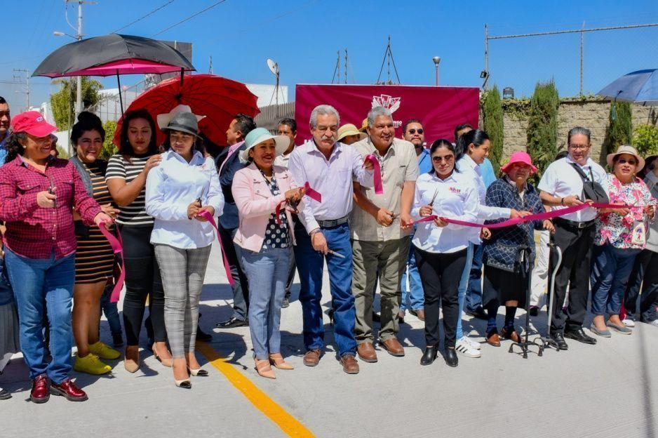 Entrega Lupita Daniel pavimentación y rehabilitación del drenaje sanitario de Avenida Santa Rosa, en Cuautlancingo