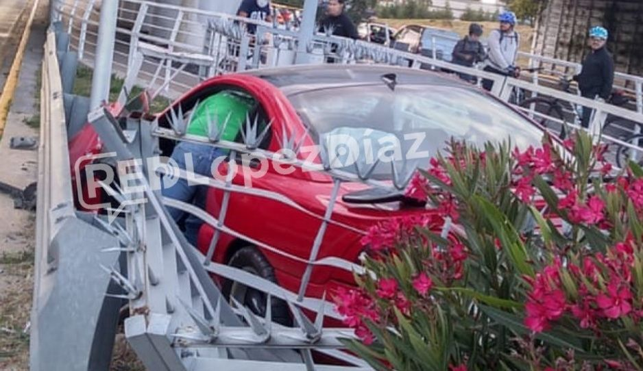¡No fue el briago del Mustang rojo! Ratas se roban automóvil y se van a estampar en la Atlixcáyotl (VIDEO)