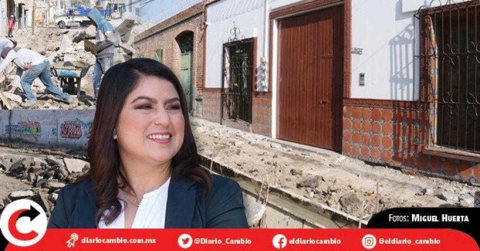 Claudia Rivera pavimenta la calle de su casa en el barrio San Miguelito; invierte 14 millones (VIDEO)