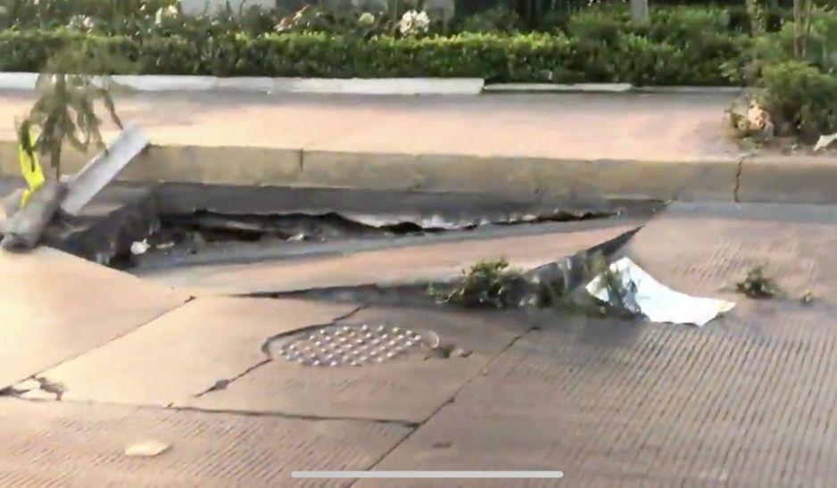 No es la falla de San Andrés, se despedaza el concreto hidráulico en la Calzada Zaragoza (VIDEO)