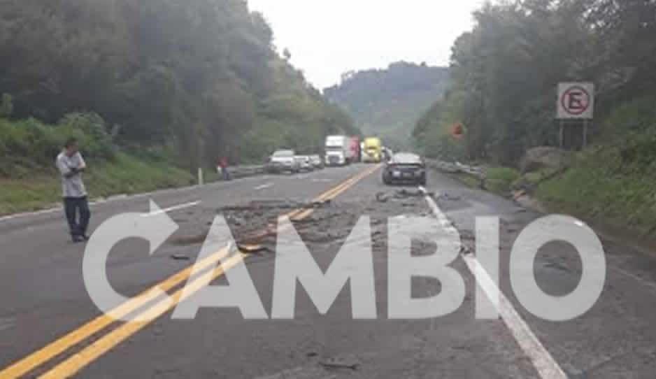 Luego de 12 horas y un fatal accidente reabren la México-Tuxpan