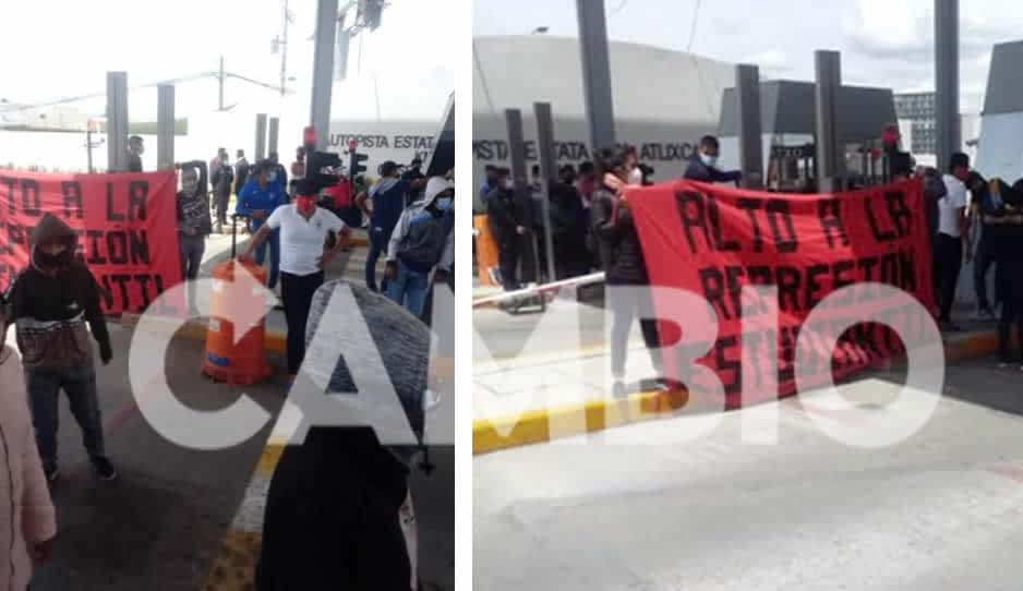 Estudiantes de Ayotzinapa toman la caseta Vía Atlixcáyotl