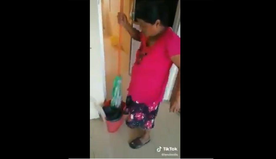 Funcionaria de Chiapas humilla a trabajadora de limpieza: la llama Esperancita y le tira agua (VIDEO)