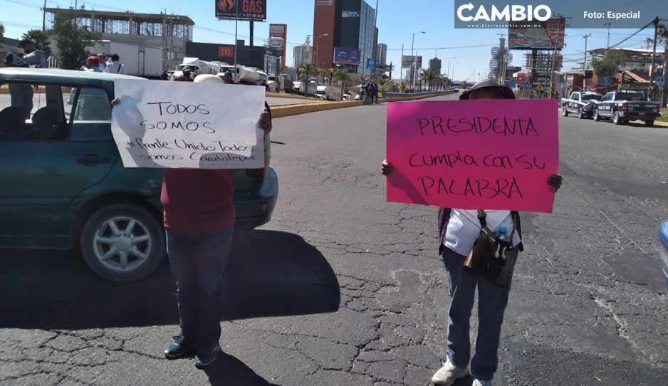 Hartos de sus mentiras, pobladores de San Antonio Cacalotepec se manifiestan vs Karina