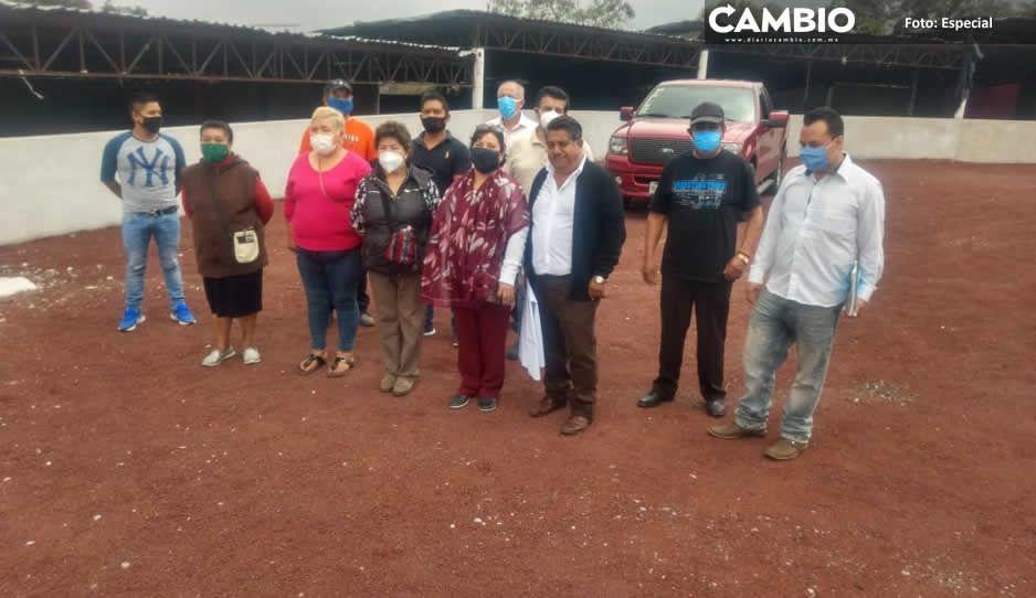 Carlos Peredo dialoga con tianguistas  de Teziutlán para ajustar reapertura