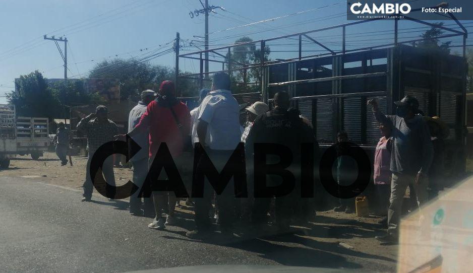 Desatan batalla campal en el Mercado de Animalitos de Tlacotepec