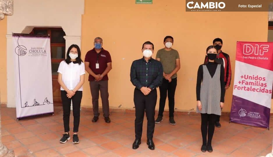 Entrega Luis Alberto Arriaga becas  UDLAP a estudiantes cholultecas