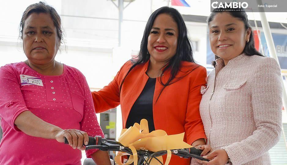 Reconoce Lupita Daniel a cientos de mujeres en su día en Cuautlancingo