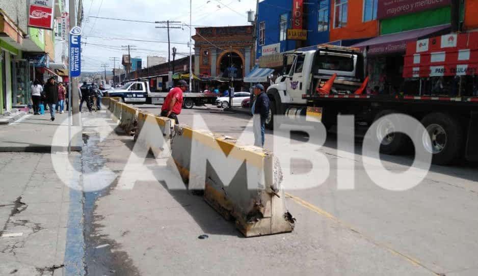 Ponen muros de contención para evitar ambulantes en Texmelucan
