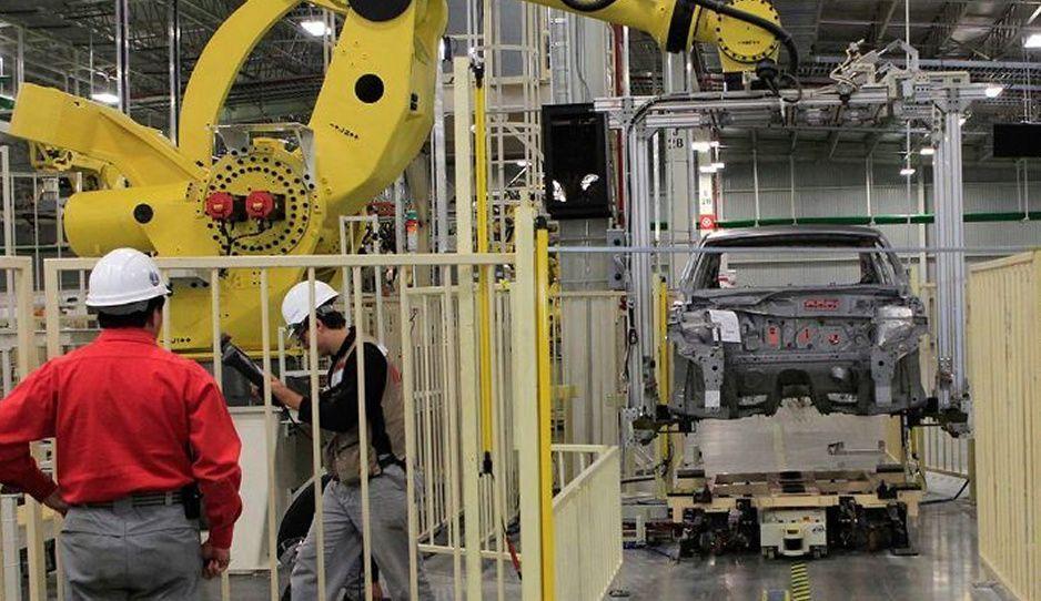 Automotrices piden a gobernadores de Puebla y Chihuahua reactivar la industria