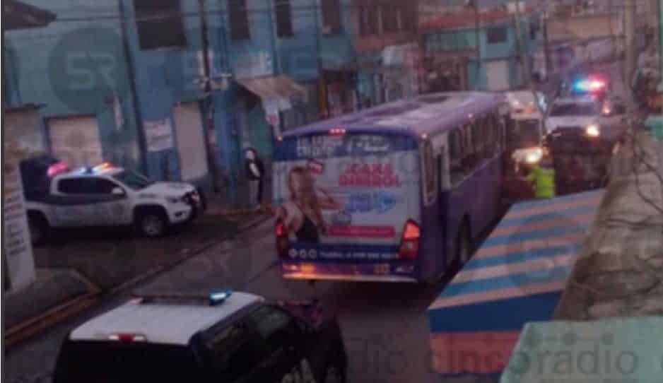 Atracan Los Morados, mujer policía intenta desarmarlos y resulta herida en Santa Margarita