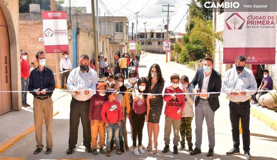Norma Layón entrega dos nuevas calles a familias de San Rafael Tlanalapan