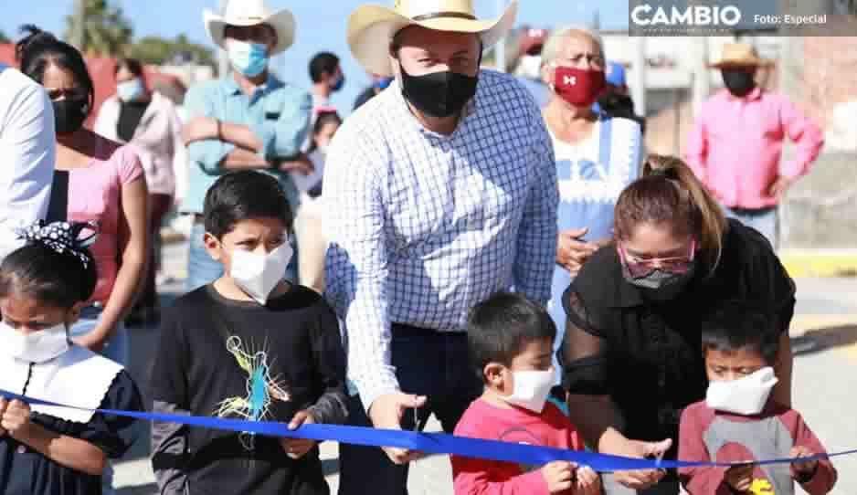 Inaugura Guillermo Velázquez pavimentación y electrificación en dos comunidades atlixquenses