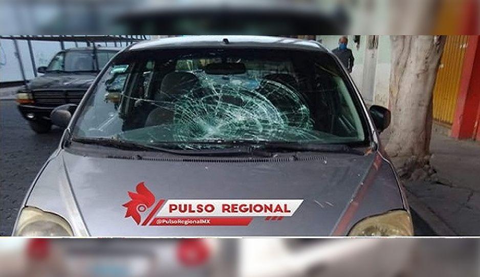Limpiaparabrisas rompe los vidrios de un auto en Tehuacán porque no le dieron su tostón (FOTOS)