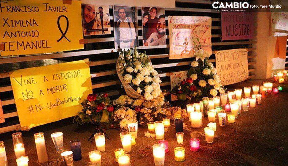 Con velas y cartulinas recuerdan a Javier Tirado en la Facultad de Medicina (FOTOS y VIDEO)