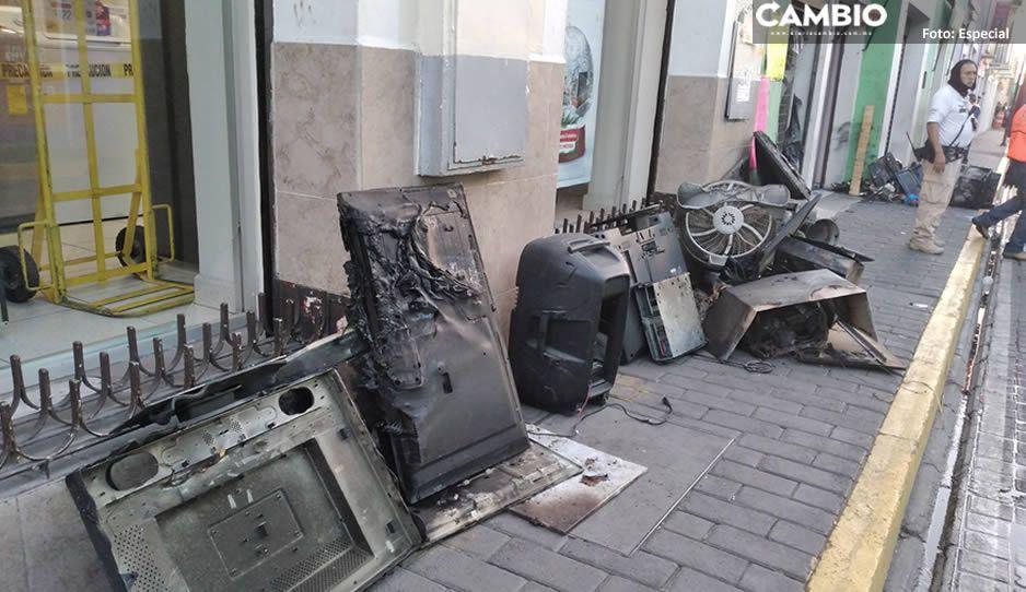 Arde en llamas local de aparatos electrónicos en San Pedro Cholula