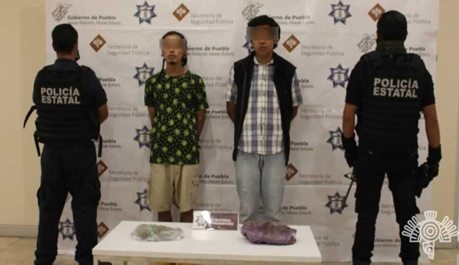Caen dos narcomenudistas del Gallo en el Centro Histórico; ofrecían droga por Facebook