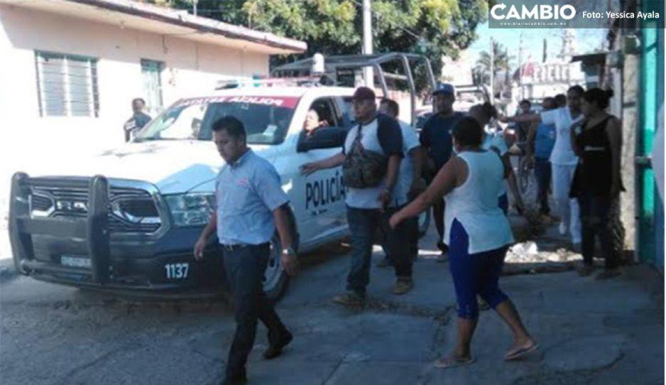 Justicieros intentan linchar a ladrón de camión de Bimbo en Izúcar