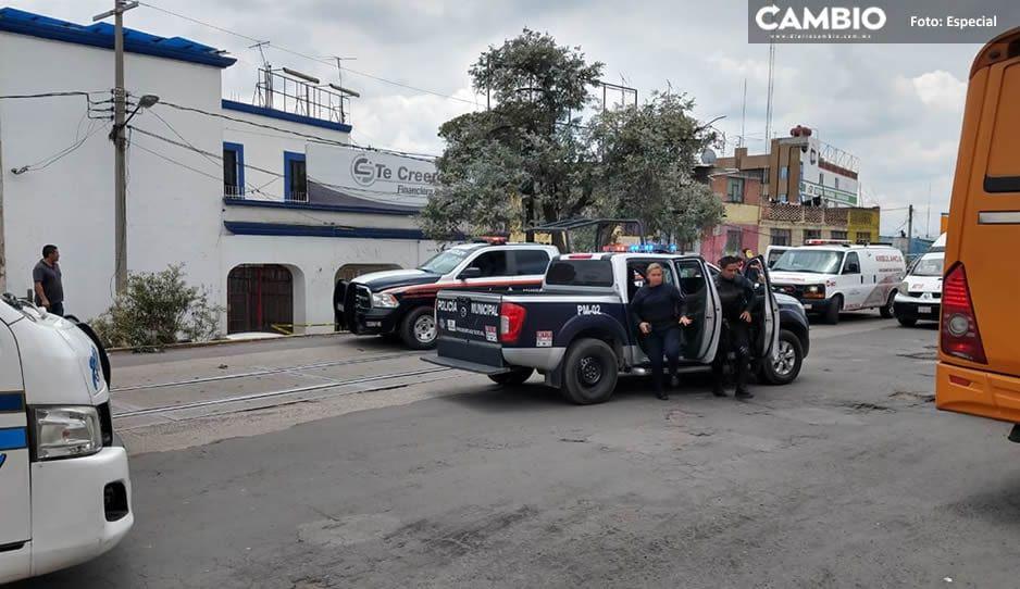 Muere hombre de un infarto al interior de su vehículo en Texmelucan