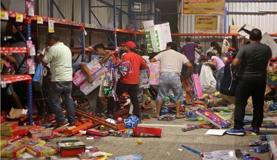 Despliegan operativos para evitar saqueos en tiendas y farmacias de Puebla