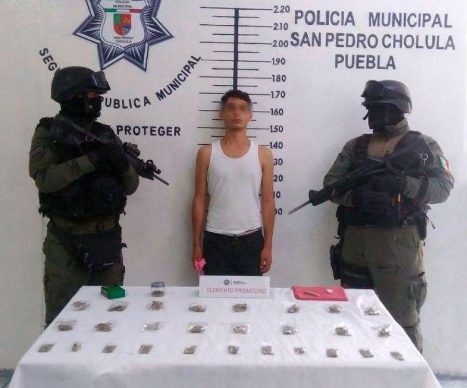 Detiene policía de San Pedro Cholula a un hombre por presunta posesión de narcóticos