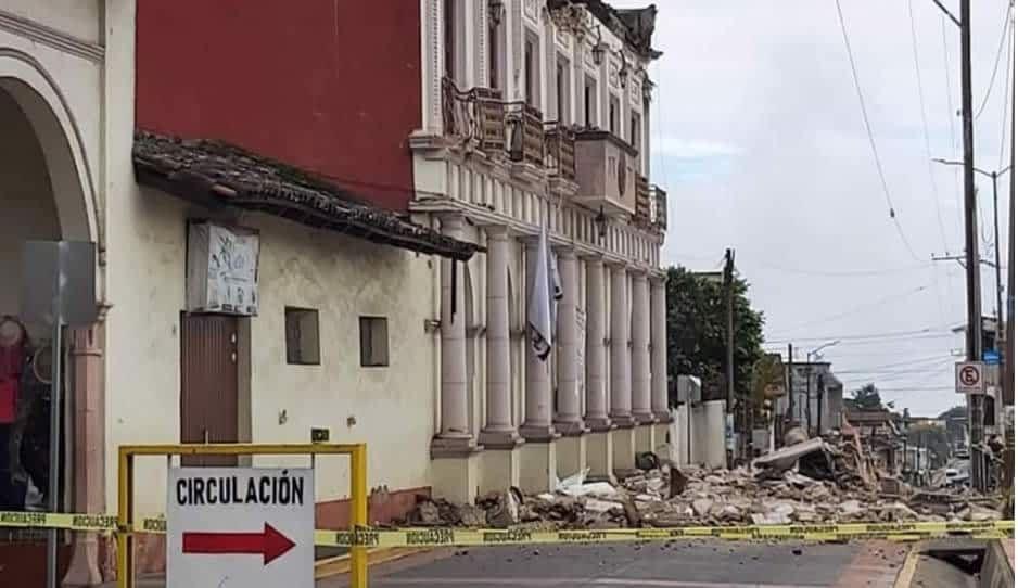 FOTOS: Se derrumba techumbre de alcaldía de Hueyapan