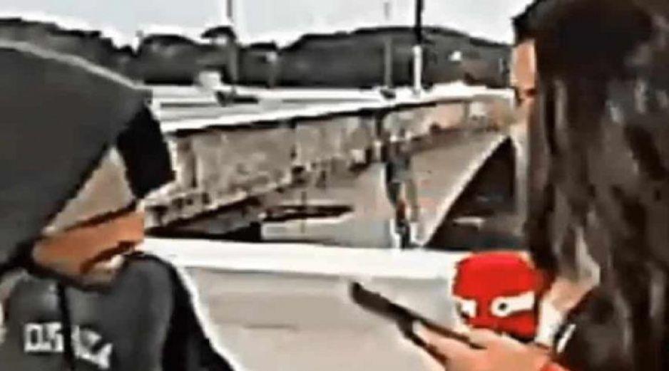 Con cuchillo en mano asaltan a reportera de CNN durante transmisión en vivo (VIDEO)