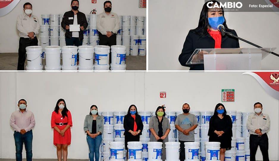 Lupita Daniel entrega botes de pintura para escuelas de Cuautlancingo