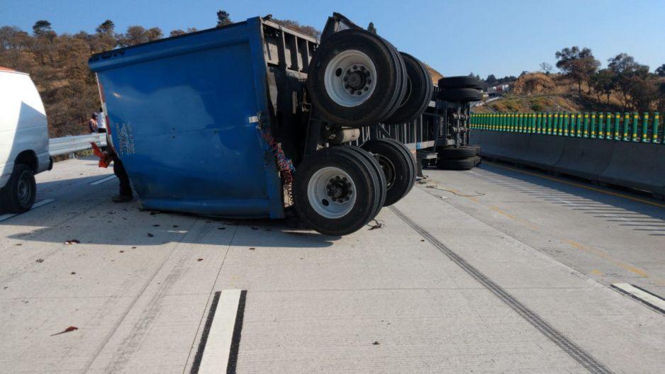 #ConLasChelasNo Fuerte accidente de tráiler de Corona en la México-Puebla (FOTOS)