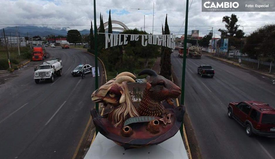 Adiós chivo satánico de Patjane: retiran monumento alusivo al mole de caderas en Tehuacán