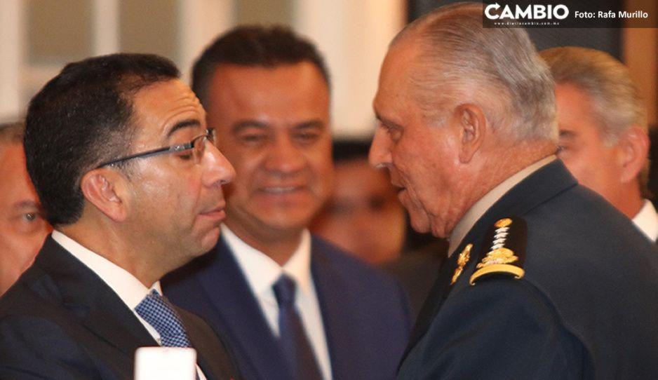 Lozano, La Chiva Loca le da la bienvenidaa Salvador Cienfuegos tras su liberación